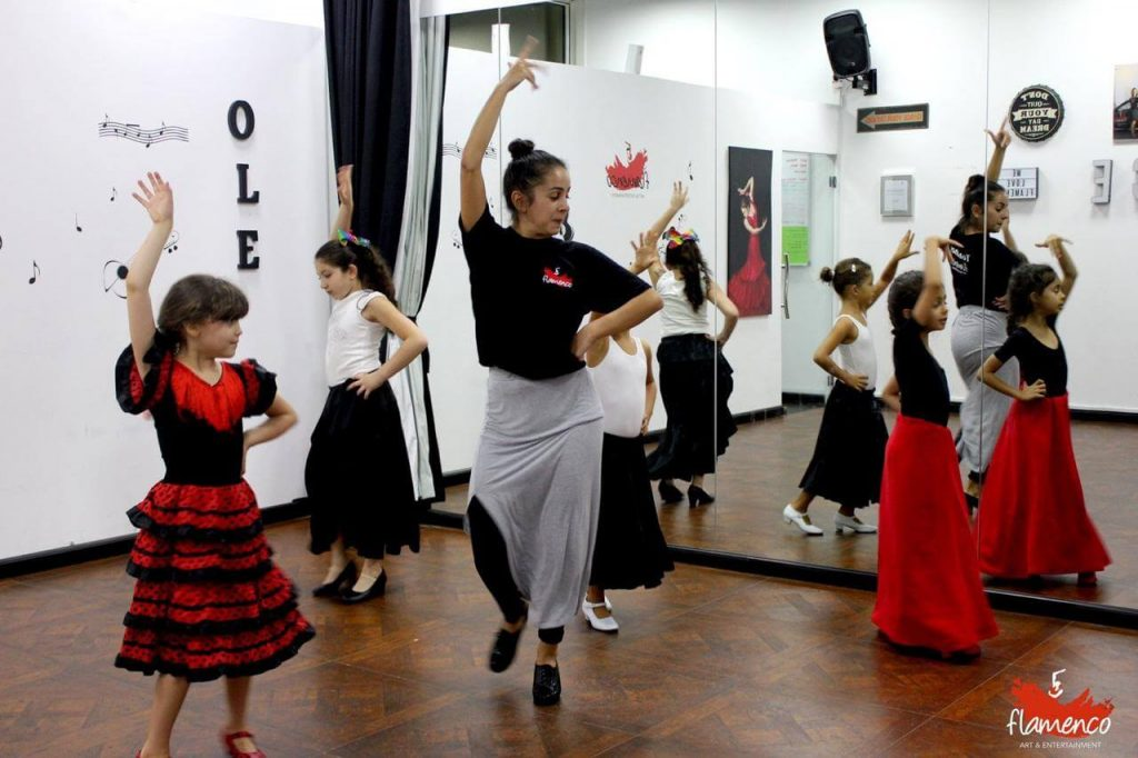 Clases de flamenco art en Dubai Amalia
