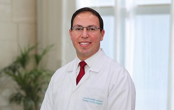 Dr. Carlos Kalbakdij Sanchez (Cirujano ortopédico y traumatólogo).